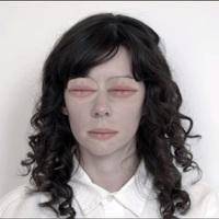 Natalie Prass leradírozza az arcát új klipjében