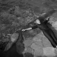 18+ Ez történne, ha a Depeche Mode összeállna Mária Teréziával