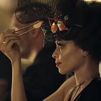 Az a nő a kalapjáról eszik!