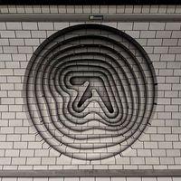 Új Aphex Twin-lemez reklámja? Vagy csak menő Aphex Twin 3D-grafikák random nagyvárosokban?