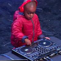 Megnyerte a dél-afrikai tehetségkutatót a három éves DJ