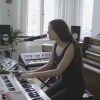 """""""Zenehallgatók, műértők, amatőrök és hivatásos zenészek ugyanabban a csónakban eveznek"""" – Lisa Morgenstern-interjú"""