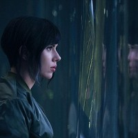 Scarlett Johansson csajzenekara szerelmi afférba keveredett a New Orderrel