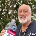Mick Fleetwood is nagyon tud lazulva suhanni a TikTokon