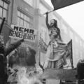 18+ Mellbedobással harcol a Rammstein tüntetője