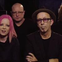 A tömegkultúra megjátszott boldogságát ellenpontozza új lemezével a Garbage