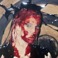 Brody Dalle vérben és vodkában fürdik új klipjében