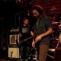 Pearl Jam: Mother (Pink Floyd-feldolgozás) + DoThe Evolution (1998-as élő felvétel)