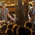Johnny Depp az MTV Movie Awards gáláján Black Keys-dalokat pengetett