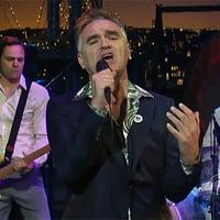 Morrissey kiadatlan dalát adta elő Letterman showjában (videó)