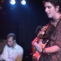Frissen előkerült, ősrégi Quimby-koncertvideók (és az új klip)