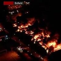 A londoni zavargásokban leégett az egyik legnagyobb lemezraktár