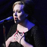 Megoperálták Adele hangszalagjait