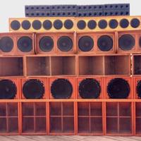 Péntek este először jön Magyarországra a vezető brit sound system