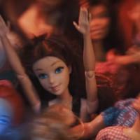 Tessék, ez történik, ha zenészcsajok Barbie babáznak!