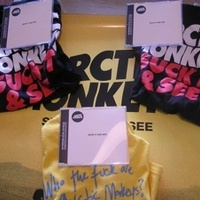 Nyerj Arctic Monkeys CD-t, posztert, pólót!