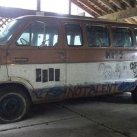 Eladó a Kurt Cobain által kidekorált legendás Melvins-furgon – képgaléria