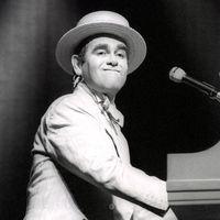 """""""Elvtársak, ez homoszexuális propaganda!"""" – Elton John első kelet-európai turnéjáról"""