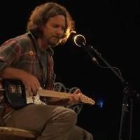 Eddie Vedder: Longing To Belong (kislemezdal, mp3) + You're True (koncertvideó)