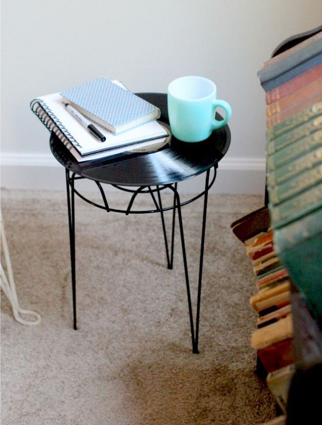 04_asztal_vinyl-record-side-table-634x836.jpg