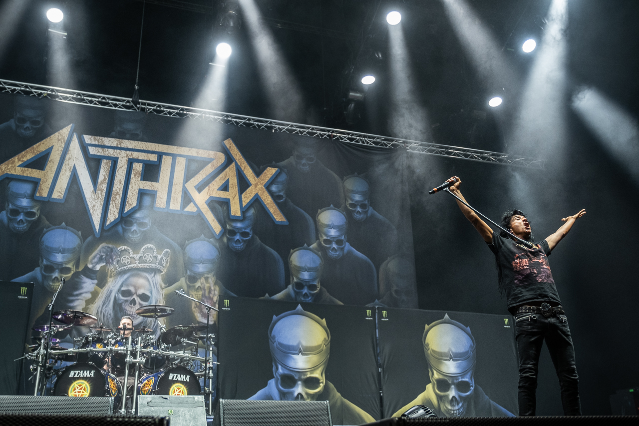 anthrax-06_11_19_bp_xt39389.jpg