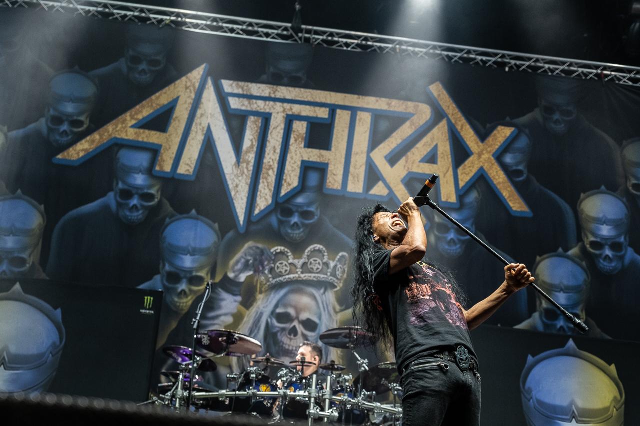 anthrax-06_11_19_bp_xt39508.jpg