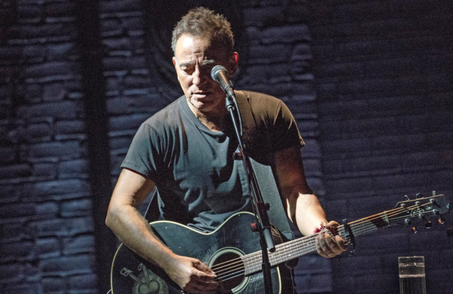 bruce-springsteen-on-broadway-photo-by-rob-demartin.png