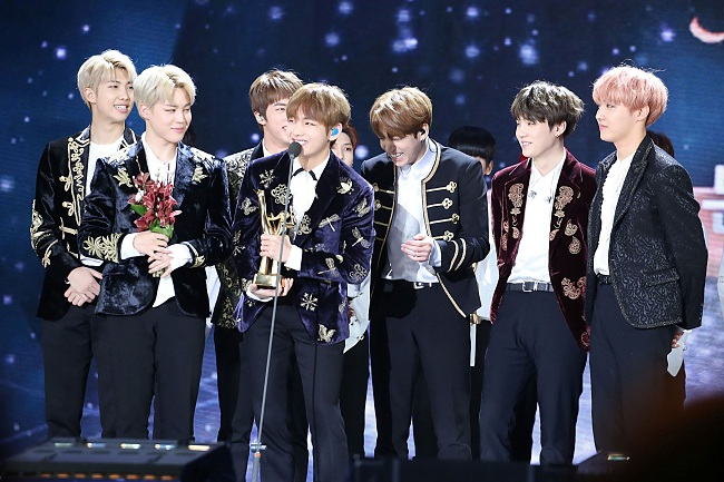rec068_bts_at_the_31st_golden_disk_awards_credit_wikipedia_650.jpg