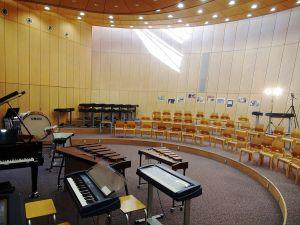 1024px-yamanashigakuin_elementary_school_music_room_2011.jpg