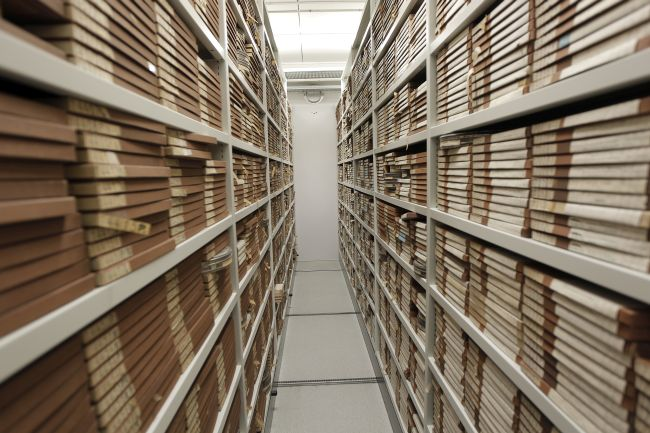 archive_storage_(6498619601).jpg