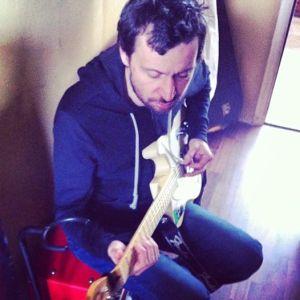 bérczesi gitárral.jpg