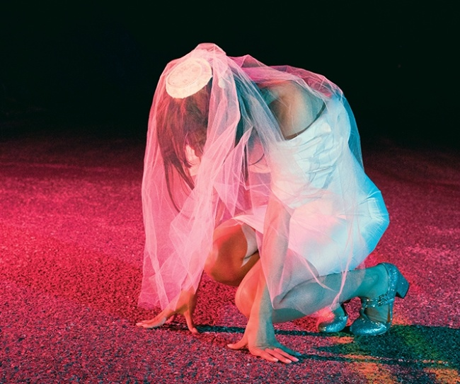 bat_for_lashes_the_bride_7.jpg
