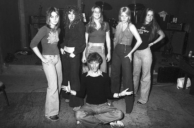 kim-fowley-with-the-runaways-1975-joan-jett-cherie-curie-lita-ford-billboard-650.jpg