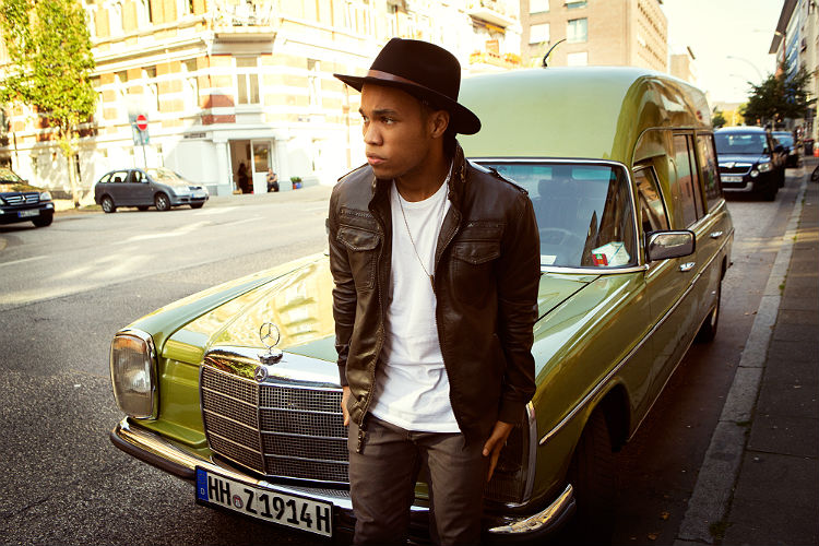 official_anderson_paak_press_photo_3_750.jpg