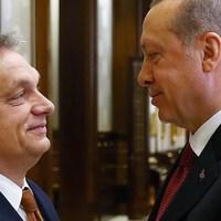 Ezért találkozik Erdoğannal Orbán és Merkel