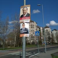 Az elhunyt Kiss Péterrel kampányol az MSZP?
