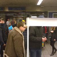 A Corvinnál kigyulladt a metró.... Özönlenek az aláírók...