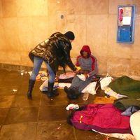 Cipő nélkül kizavarni egy hajléktalant a rekord hidegbe?