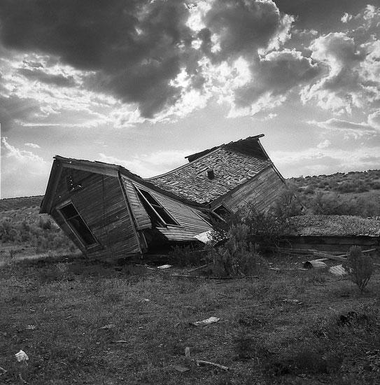 collapsed-house_l.jpg