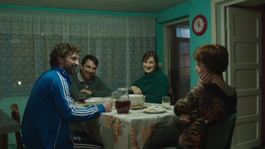 back-home-acasa-la-tata-romanian-movie.jpg