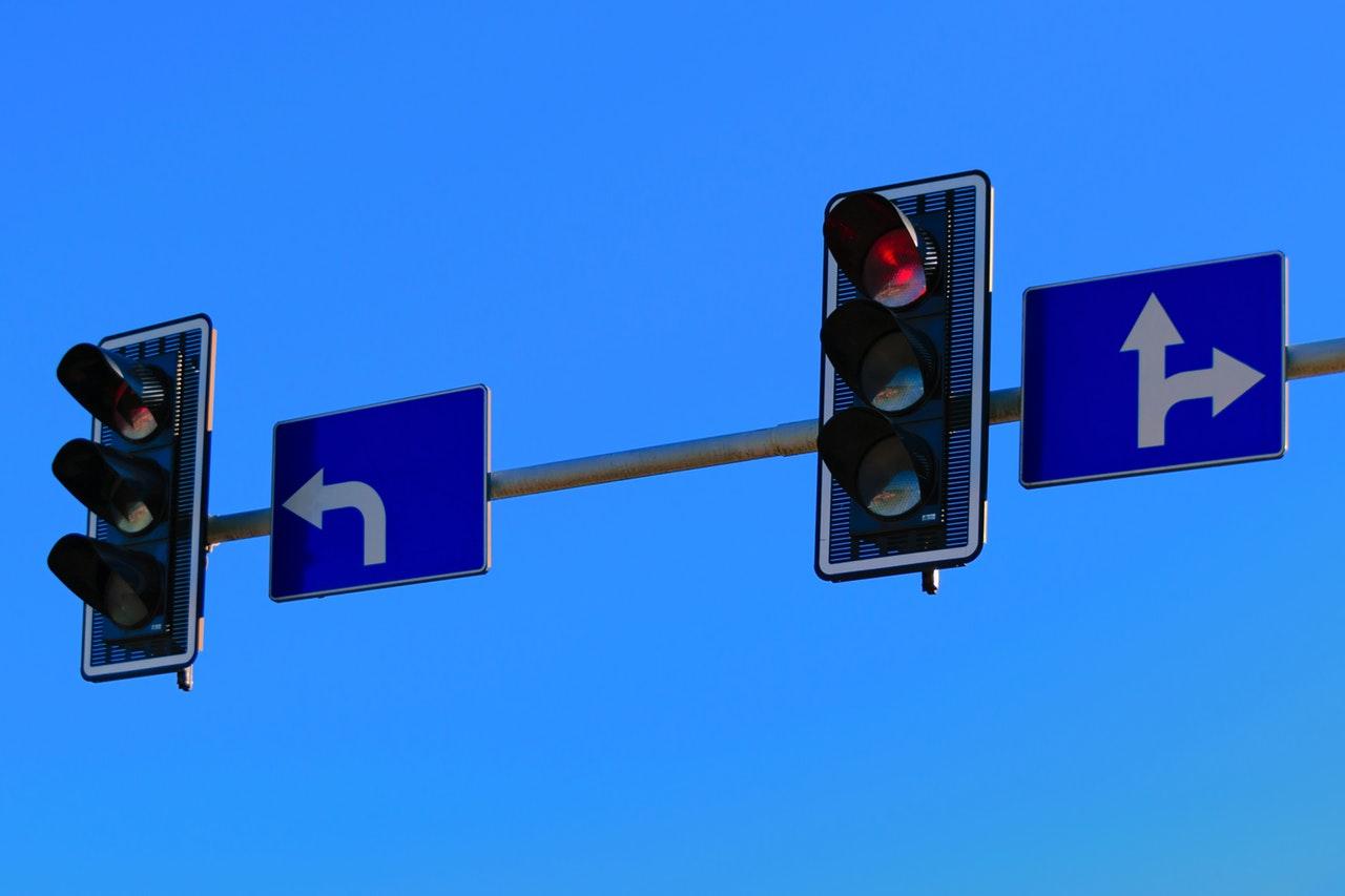 traffic-lights-with-red-light-on-190448.jpg