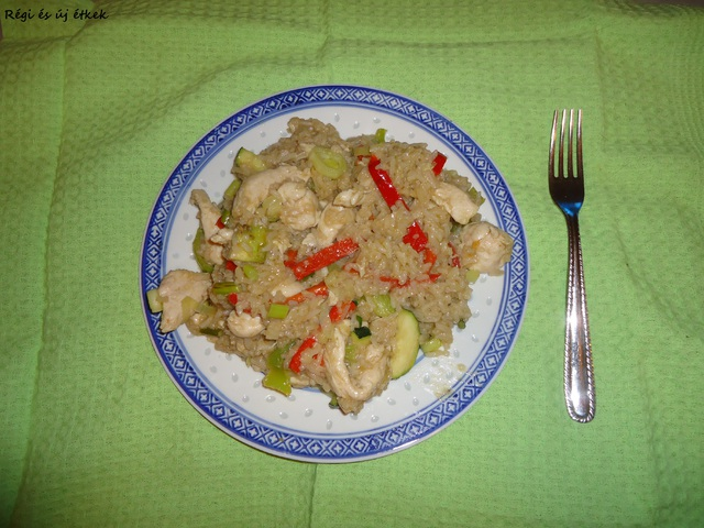 Thai zöld rizses-csirkés curry