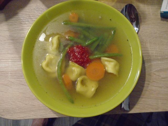 Egyszerű leves 4 főre házi cappelletivel