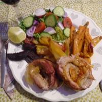 Savanyú káposztával töltött hústekercs bacon köntösben sült zöldségekkel