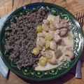 Harcsa tejszínes-fehérboros mártásban szőlővel, fekete lencsés rizs körettel.
