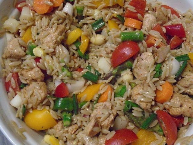 Orzo teljes kiörlésű tésztából saláta (6 adag)