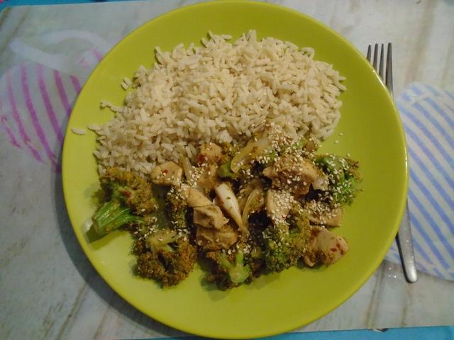 Brokkolis-szezámos csirke