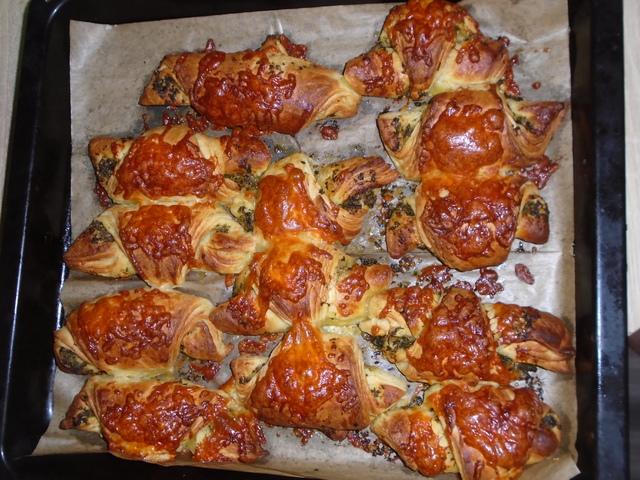 Medvehagymás pestós házi croissant