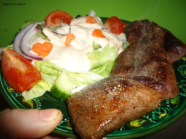 Strucc steak salátával