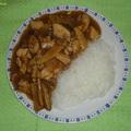 Csirkehús bambuszrüggyel és illatos gombával, üvegtésztával